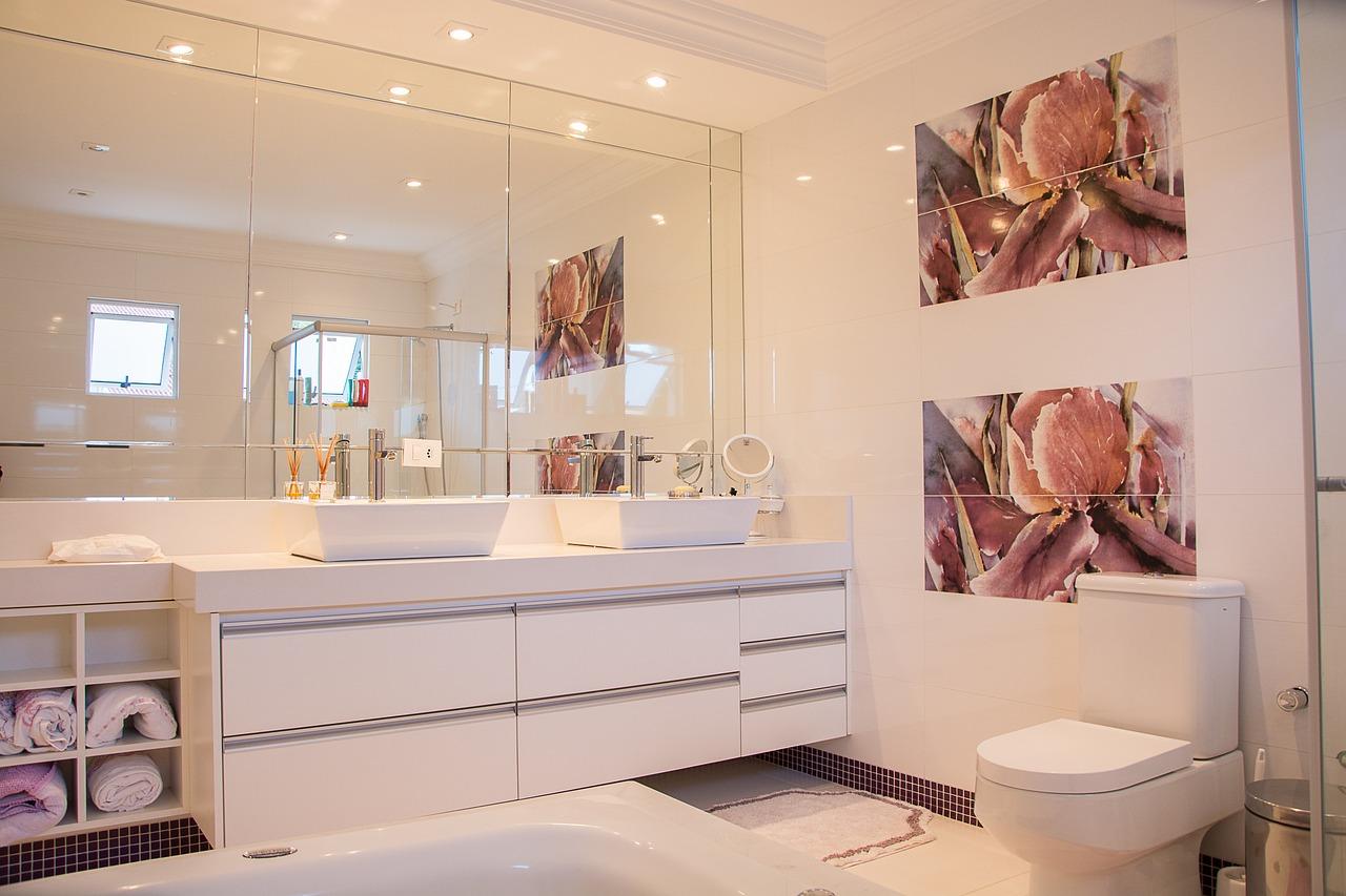 nice bathroom with good toilet