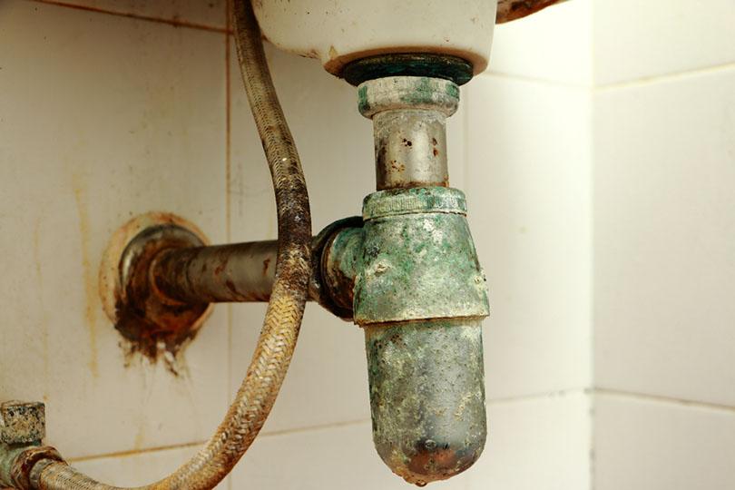 Old water pipes toilet_Pradit Jaemfa_shutterstock